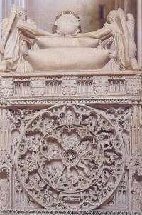 Alcobaça, Santa Maria, Sarcófago do rei D. Pedro, 1360-1367, Roda da Sorte na cabeceira do sarcófago